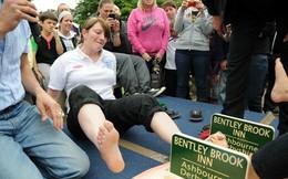 """Cuộc thi siêu """"dị"""": Vật... ngón chân"""