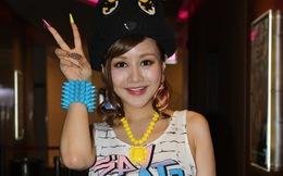 Việt Nga ăn mặc khác thường