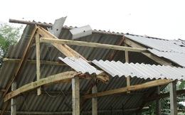 Hà Tĩnh: Lốc xoáy khiến hàng trăm ngôi nhà bị tốc mái