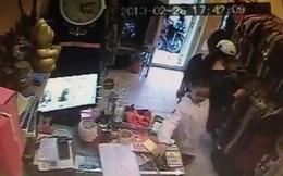 Clip: Mẹ phối hợp cùng con gái trộm điện thoại ở Hà Nội