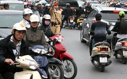 Mũ bảo hiểm kém chất lượng bán tràn lan ở Sài Gòn