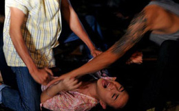 Khoe chiến công hiếp dâm trên Facebook; chú giết hại 3 cháu họ