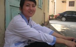 Cô sinh viên trường Y miệt mài làm sạch bệnh viện để mưu sinh