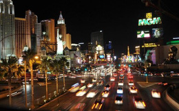 """Mỹ: Ô tô """"đấu súng"""" trước casino, 8 người thương vong"""