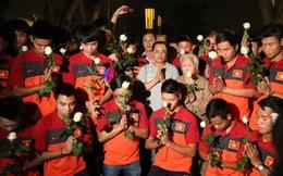 U19 Việt Nam nghiêng mình, chắp tay cầu nguyện cho Đại tướng