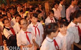 Học sinh trường Chu Văn An tranh thủ tan học đến viếng Đại tướng