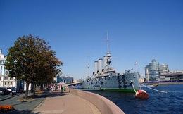 Nga đại tu chiến hạm Rạng Đông