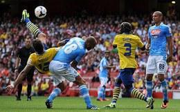 Arsenal hút chết trước Napoli trong trận mở màn Emirates Cup