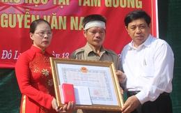 Nghệ An: Rưng rưng lễ truy tặng Huân chương cho em học sinh dũng cảm