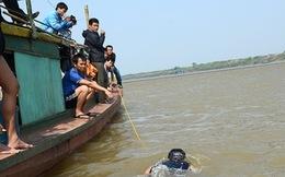 Chiếc thuyền tìm xác chị Huyền suýt bị lật trước siêu bão Haiyan