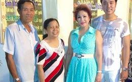 'Bồ già tỷ phú' mặc sexy chụp hình cùng gia đình Vũ Hoàng Việt