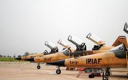 """Iran mở triển lãm """"khoe"""" máy bay"""