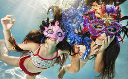 Vẻ đáng yêu của các nhóc tì vùng vẫy dưới nước