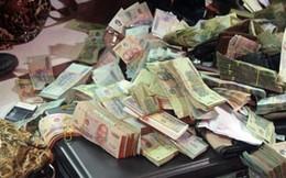 Thói quen dị đại gia Việt: Vác bao tải tiền ăn chơi