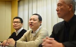 """Người sáng lập biểu tình Hồng Kông bật khóc, """"đầu hàng"""""""