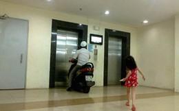 """Thanh niên """"cứng"""" ở Hà Nội chạy xe vào thang máy"""