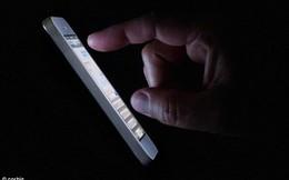 """Bi hài chàng trai """"mù dở"""" vì dùng smartphone thâu đêm suốt sáng"""