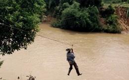 Đu cáp qua sông, đánh cược với thủy thần