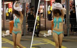 Thiếu nữ xinh đẹp hồn nhiên lột váy khoe thân giữa phố