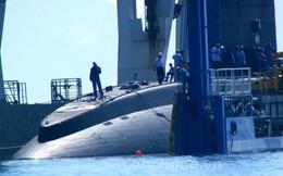 Toàn cảnh quá trình bốc dỡ tàu ngầm Kilo Hà Nội ở Cam Ranh