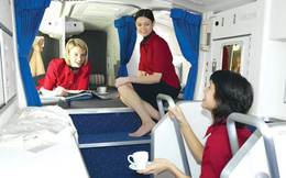 Nữ tiếp viên tiết lộ chuyện ngủ trên máy bay