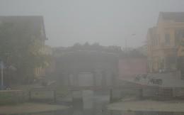 Phố cổ Hội An mịt mù trong sương sớm dày đặc