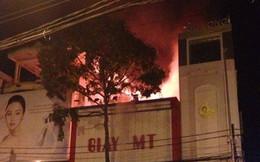 Cháy tiệm giày, vợ chồng đại tá và con gái thiệt mạng