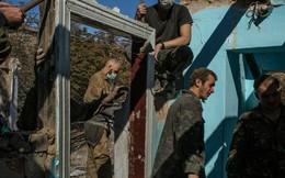 Ukraine 'hóa phép' dân thường thành tù binh trả cho ly khai