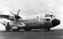 Khó tin: C-130 Hercules hạ cánh thành công trên tàu sân bay