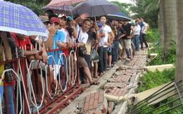 U19 Việt Nam: CĐV xô đổ tường, gào thét đòi mua vé chung kết