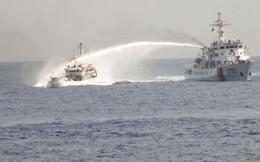 Sáng nay, tàu TQ hung hãn đâm móp tàu Cảnh sát biển VN