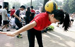 Rộ mốt thiếu nữ tâng bóng ở Việt Nam