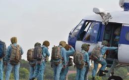 [ẢNH] Cận cảnh những chiến binh trên bầu trời bung dù cứu nạn