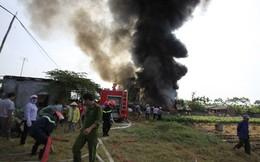Đám cháy cuộn khói đen như vòi rồng ở Hà Nội