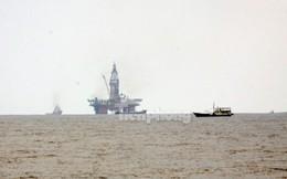 """Hình ảnh nhiều tàu Trung Quốc """"kèm chặt""""  tàu Việt Nam"""