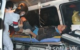 Tai nạn nghiêm trọng, hàng chục người nâng xe tải cứu người