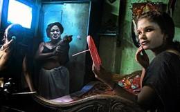"""Cận cảnh khu """"đèn đỏ"""" lớn nhất châu Á ở Ấn Độ"""