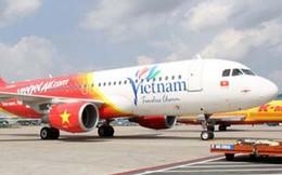 Hành khách Việt đi máy bay: Từ thóa mạ đến… xé áo nhân viên hàng không