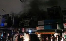 TP.HCM: Giải cứu cụ bà trong ngôi nhà bốc cháy dữ dội