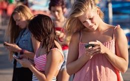 Sử dụng điện thoại quá 7h/ngày có thể gây mù