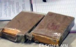 Con gái ôm 2 bánh heroin lao khỏi xe trốn cảnh sát giúp mẹ