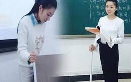 Nữ giáo viên xinh đẹp chống gậy, đeo giáp lên giảng đường
