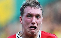 Phil Jones và chiếc áo số 4 đen tối của Man United