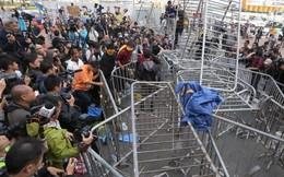 Hồng Kông giải tán biểu tình khá êm thấm