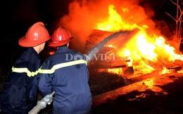 100 cảnh sát quần nhau với lửa ở nhà máy than