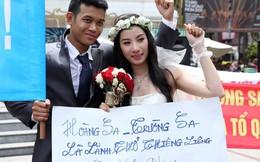 Đôi bạn trẻ dừng chụp ảnh cưới, tuần hành phản đối Trung Quốc