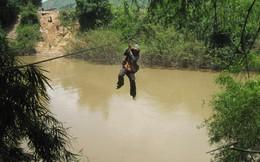 Đu dây cáp qua sông, một phụ nữ rơi từ độ cao 10m