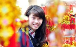 Dương Thúy Vi khoe sắc giữa chợ hoa Tết Giáp Ngọ