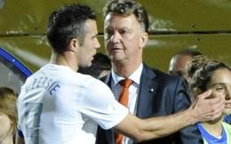 "Mourinho ""trói chân"" Lampard; Van Gaal sủng ái Persie ra mặt"
