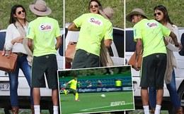"""Neymar sút penalty """"dị"""", công khai ve vãn tình cũ"""